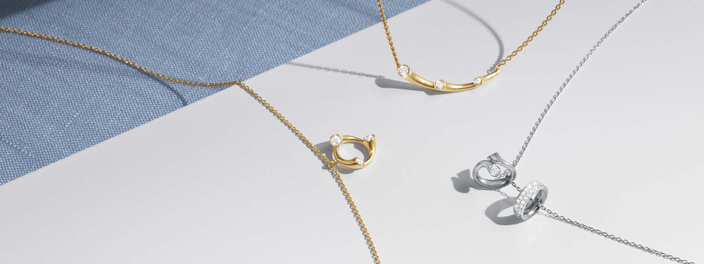 Magic necklaces in yellow and white gold with brilliant cut diamonds