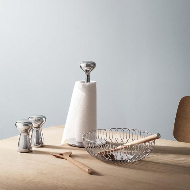 Alfredo salt and pepper set, kitchen roll holder and bread basket in mirror-polished stainless steel. Alfredo salad servers in oak wood