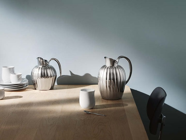 Bernadotte thermo and thermo jug in stainless steel and Cobra plates and thermo cups in white porcelain