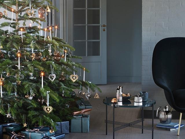 GJ Christmas 2019 decorate tree living