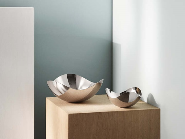 Bloom mirror bowls in mirror polished stainless steel