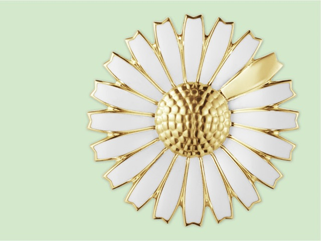 Georg Jensen flower inspired Daisy collection brooch in 18kt. Yellow gold with white enamel