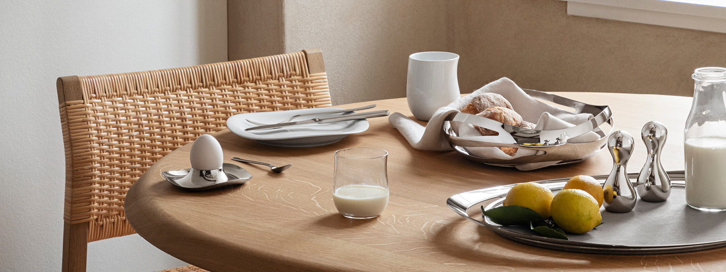 Porcelain plates and bowls from the Cobra collection 2021 line extension