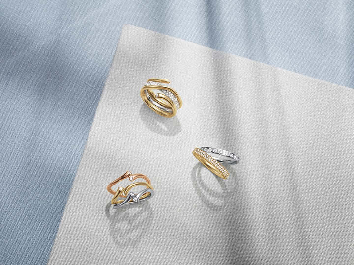 Magic rings in yellow, rose and white gold with brilliant cut diamonds