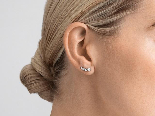 Aurora earrings in 18 karat white gold with diamonds