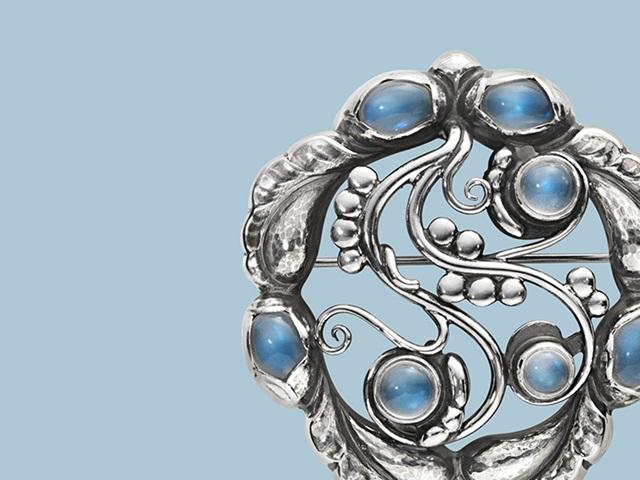 3531541-moonlight-blossom-broche-blue-stones