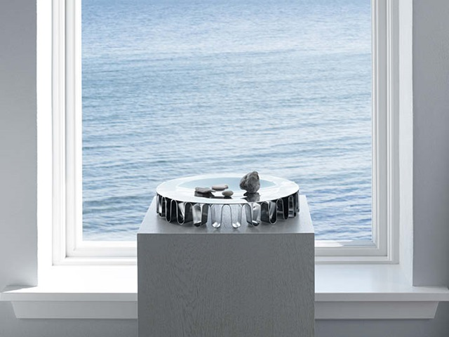 frequency centrepiece in stainless steel