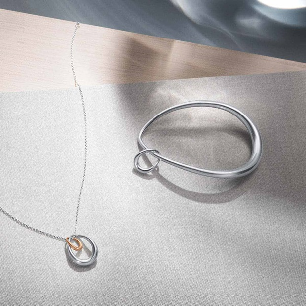 Offspring bangle in sterling silver and Offspring necklace in sterling silver with rose gold