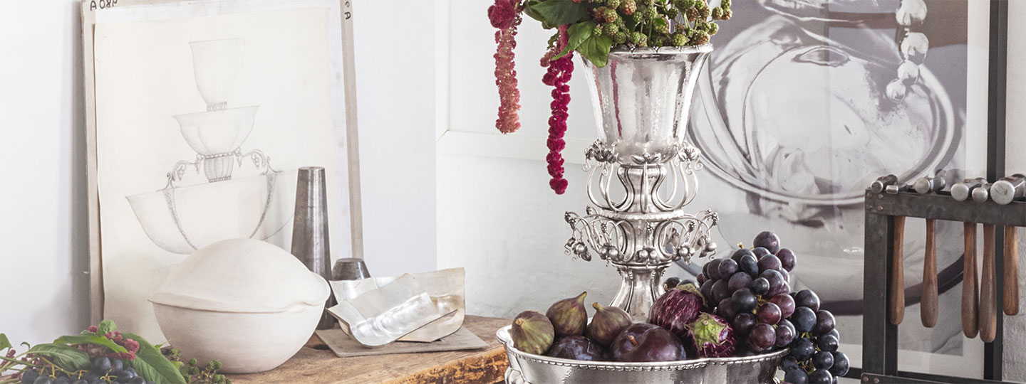 A Masterpiece from Georg Jensen. The Jardiniere 1505 fruit bowl is the perfect balanced art novo in Sterling Silver