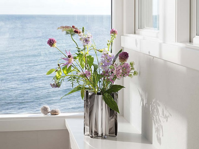 frequency vase in stainless steel
