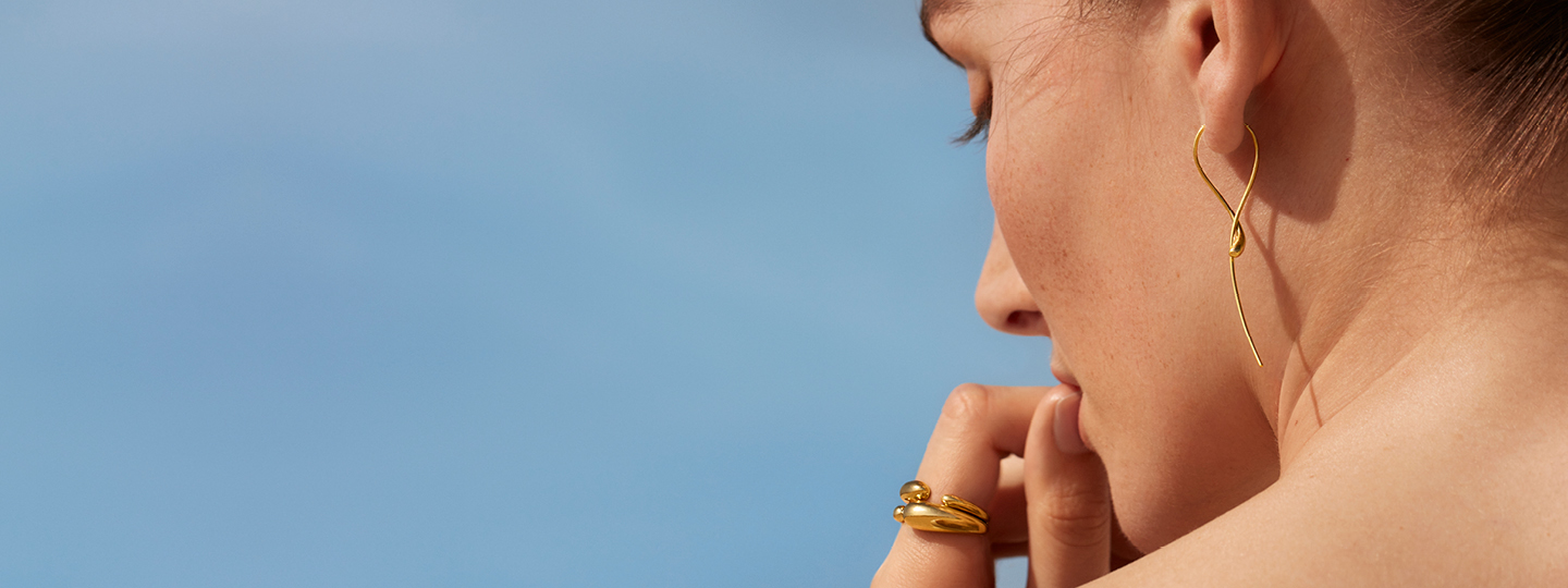 18 kt Yellow gold earrings earhoops and ring from Georg Jensen Mercy collection